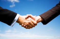 This photo shows 2 people shaking hands. By following this expert's advice employers have hired job seekers at no extra cost.